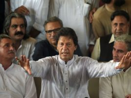 Imran Khan, Strongest Contender to Lead Pakistan, Is No Shoo-In