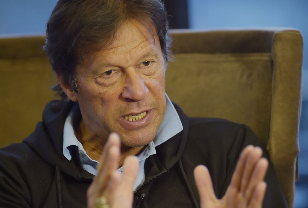Ex-Cricketer Imran Khan Woos Pakistan's Turncoat Politicians