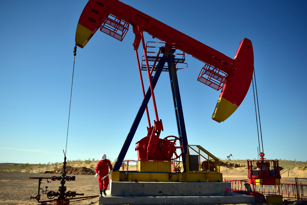 Oil rises to 2014 highs on Iran Sanctions, NAFTA deal